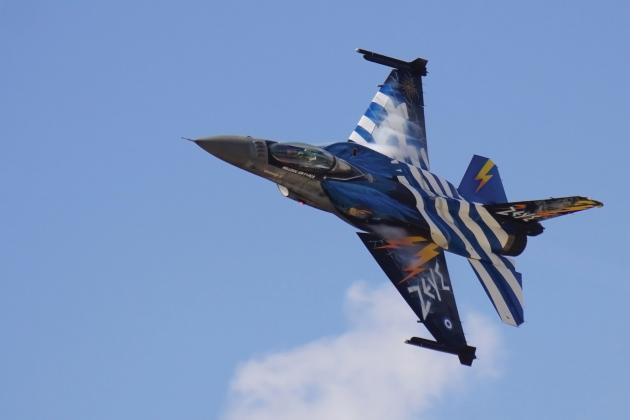 Ανέβηκαν τα G στον αθηναϊκό ουρανό – «Κόβουν την ανάσα» οι άσσοι της Πολεμικής Αεροπορίας (εικόνες, βίντεο)
