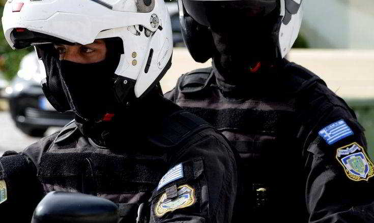 Απίστευτο! – ΕΔΕ για τους αστυνομικούς που πήγαν να συλλάβουν τον Ζακ Κωστόπουλο – Κουκουλοφόροι απειλούν τον ιδιοκτή του κοσμηματοπωλείου