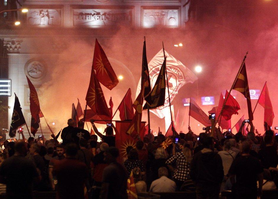 Οι Αλβανοί διχοτομούν τα Σκόπια: «Έρχεται εθνοτική διάσπαση μετά από συγκρούσεις»