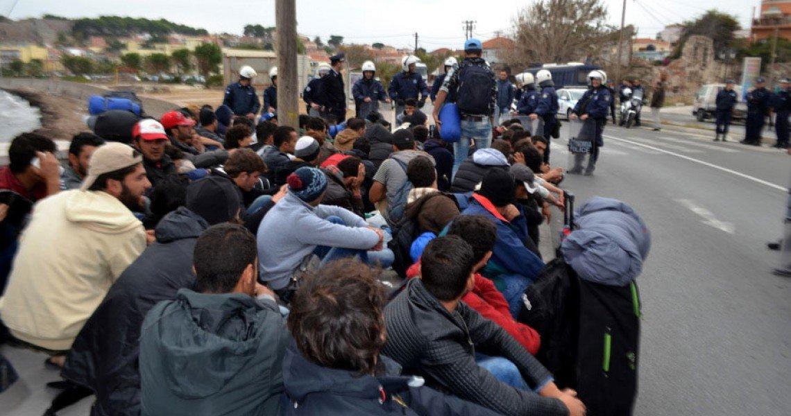 Ταυτόχρονο εσωτερικό και εξωτερικό μέτωπο: Παίρνουν εντολές οι μετανάστες στον Έβρο: «Καθίστε κάτω, κλείστε τους δρόμους» – Σχέδιο αποσταθεροποίησης;