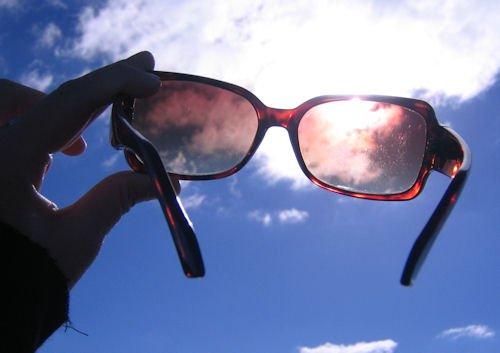 aa3a3c32fc Τι χειρότερο υπάρχει από το να δει κάποιος τις πρώτες γρατζουνιές στα  αγαπημένα γυαλιά ηλίου του