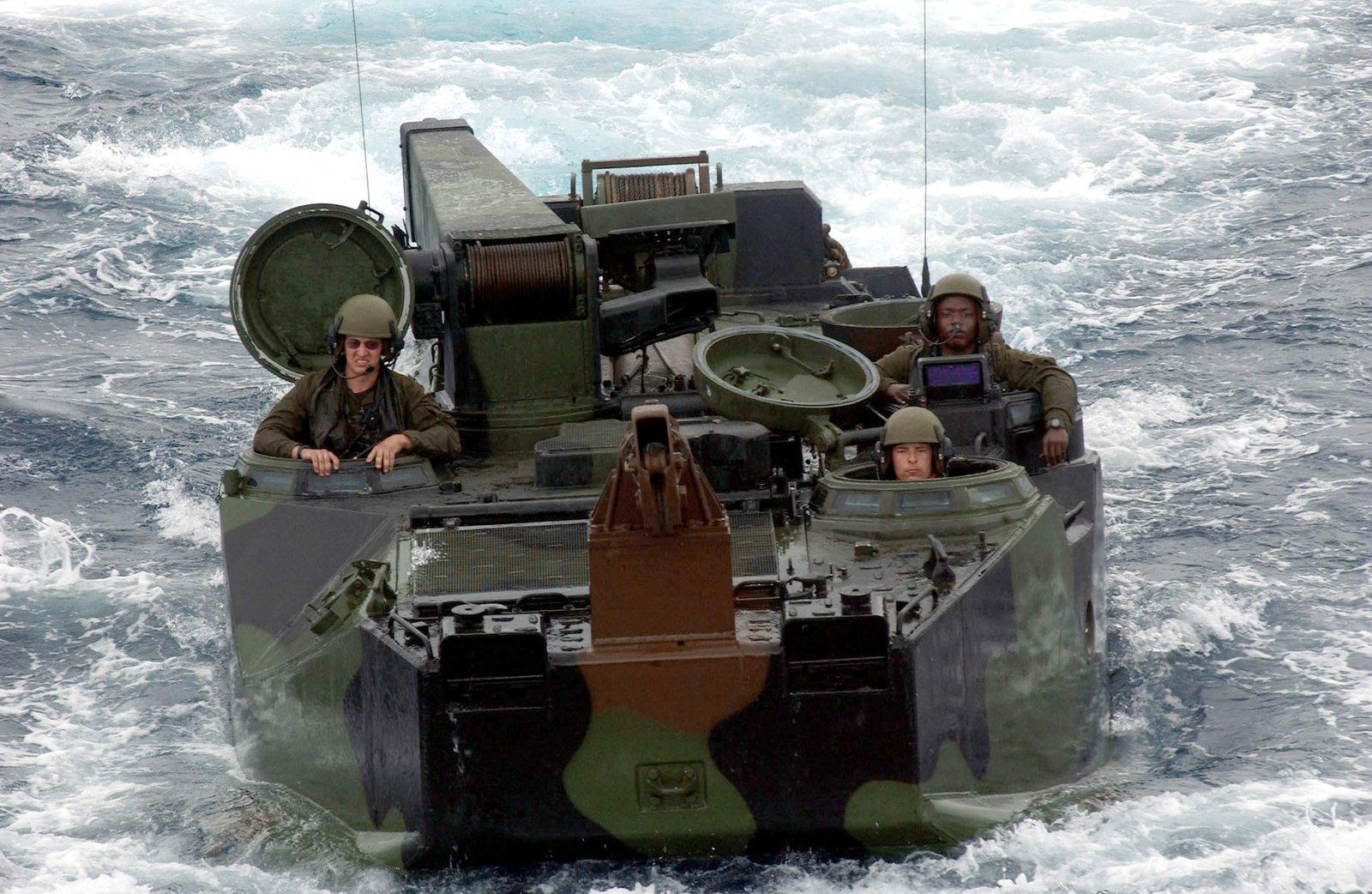 Οι ΗΠΑ παραχωρούν 9 τεθωρακισμένα AAV7A1 στην Ελλάδα – Σημαντική ενίσχυση για τις ΕΔ