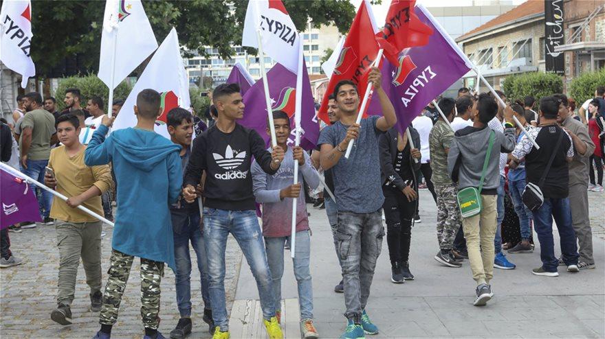 Κάνει τα πάντα για ψήφους ο Τσίπρας! Ρομά, πρόσφυγες & όσοι «δεν έχουν σταθερό» οι ψηφοφόροι του...