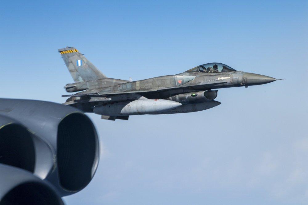 Σοκ & δέος στην Άγκυρα: «Βουίζουν» τα Κατεχόμενα από τα ελληνικά F-16 & το αμερικανικό B-52 – Εικόνες που κόβουν την ανάσα