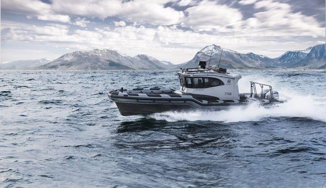 Αναβαθμίζεται η δύναμη του Λιμενικού: Παρέλαβε τα νέα σκάφη ταχείας επέμβασης που θα «οργώνουν» το Αιγαίο – Δείτε εικόνες και βίντεο